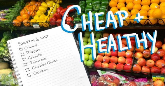 A person is shopping for cheap and healthy food in the fresh produce aisle of the grocery store.
