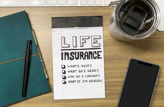 A memo pad with questions about life insurance written on it.