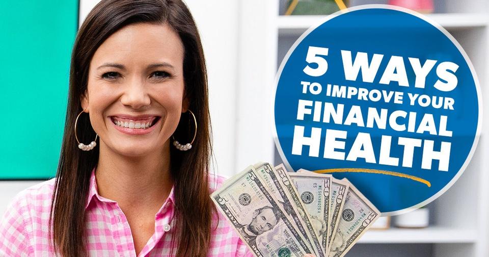Rachel Cruze holding money