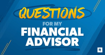 A person with a list of questions on their phone on how to hire a financial advisor.